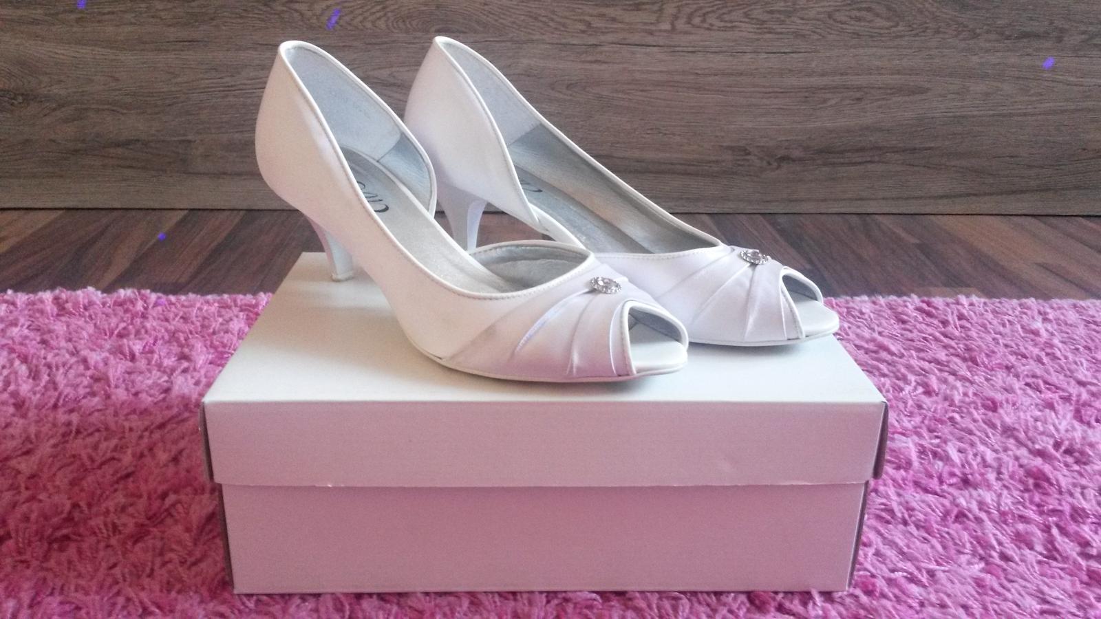 Svadobné topánky s kamienkom - Obrázok č. 1