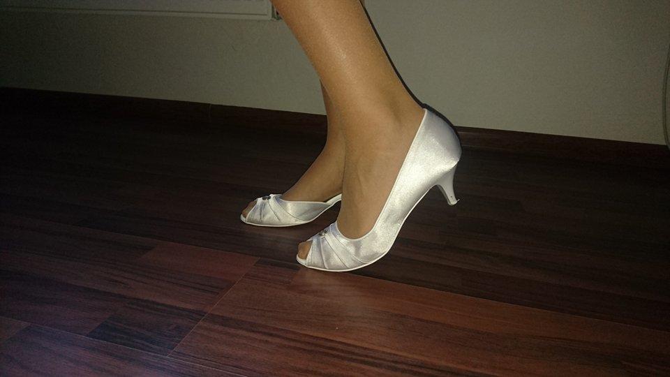 Svadobné topánky s kamienkom - Obrázok č. 3