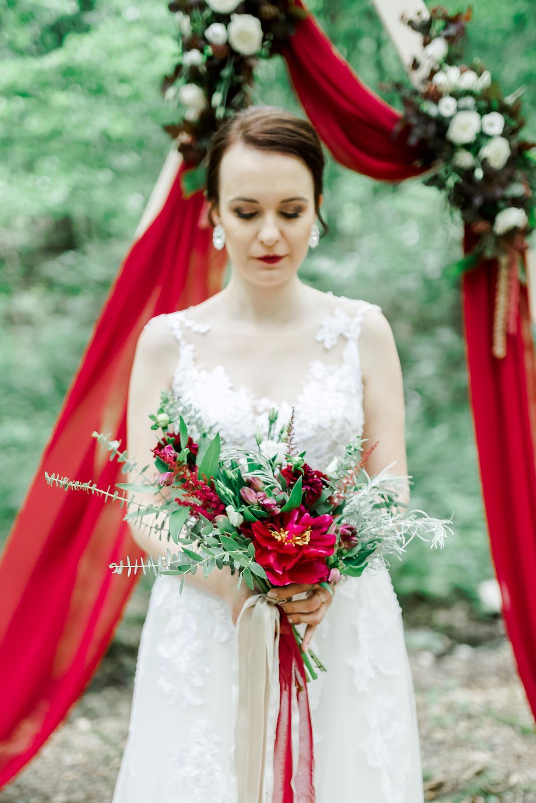 Svadobné kytice - Svadobná kytica: burgundy-kari
