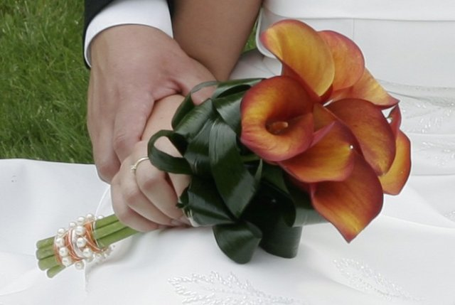 ORANŽOVÁ SVATBA - tak kytku nakonec nějak takto (půjčeno od nevěsty tady s BRMS )