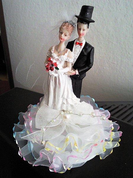 ORANŽOVÁ SVATBA - figurku na dort nám koupila mamka
