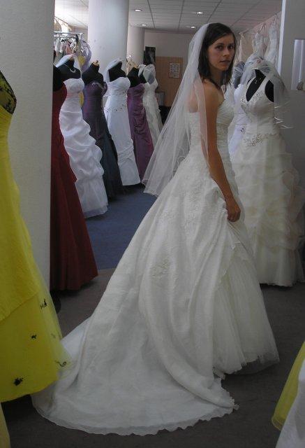 Tak šel čas :-) šaty - La Sposa_široké zezadu s vlečkou