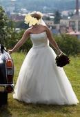 Tylové svatební šaty zdobené perličkami, 40