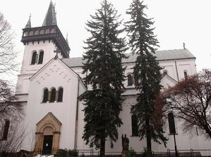zase náš kostel,tentokrát exteriér... Vždycky mi to připomínalo Karlštejn  :-))