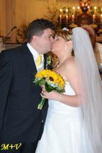 aasi čtvrtý manželský polibek, pro pana fotografa byl pořád prvním :-)