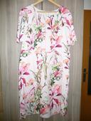 Růžové šaty s květy, 44