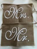 Nápisy na židli Mr a Mrs,