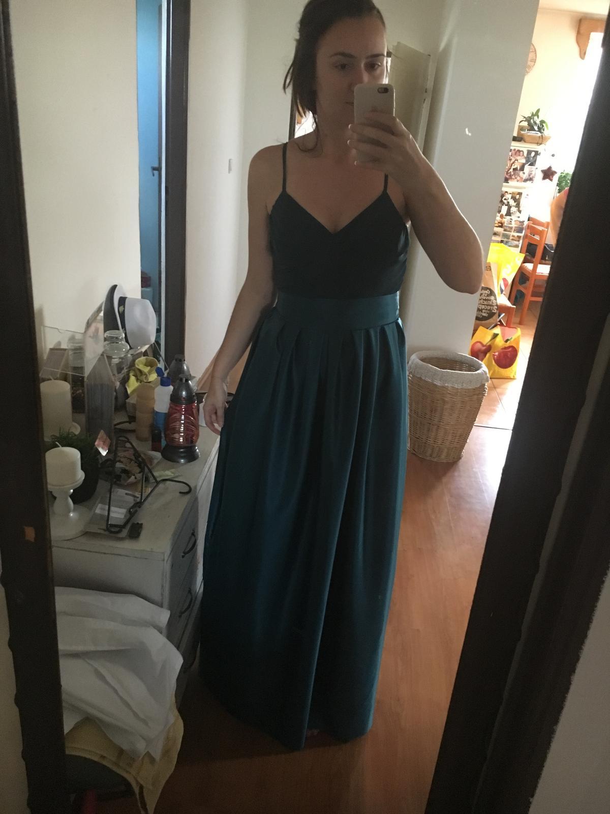 Zaujímavé zelené dlhé šaty - Obrázok č. 1
