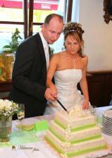 Při krájení dortu