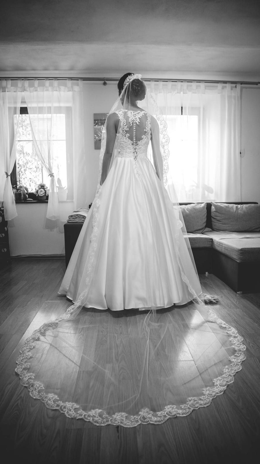 svadobné šaty saténové - Obrázok č. 2