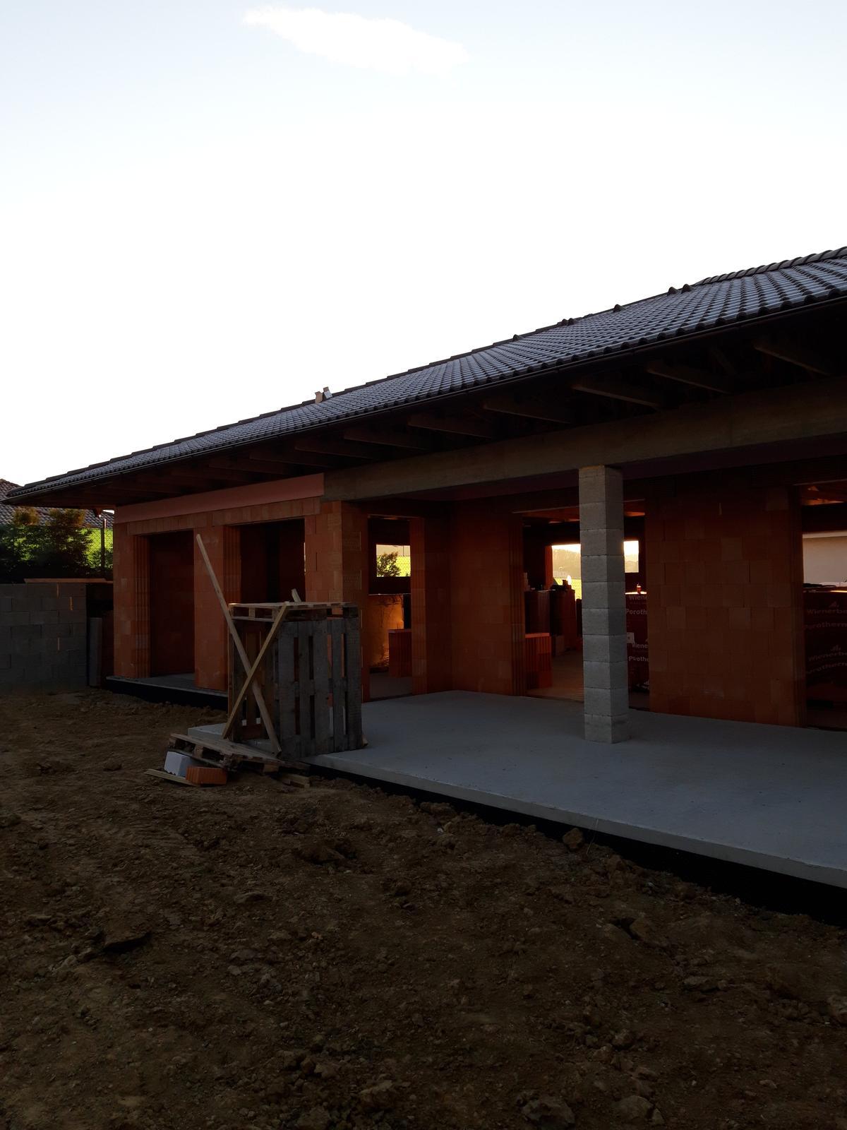 matusakrobert - Hrubá stavba bungalovu v Malom Lapáši pri Nitre.