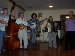 Skvělé kapely !!! (tři vlevo část skupiny LABAJOVCI, dva vpravo část skupiny DAD)