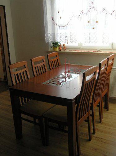 Stůl už i s vánoční výzdobou ...