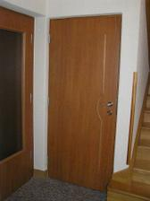 Pod stromeček jsme si nadělili nové dveře na spodním patře*
