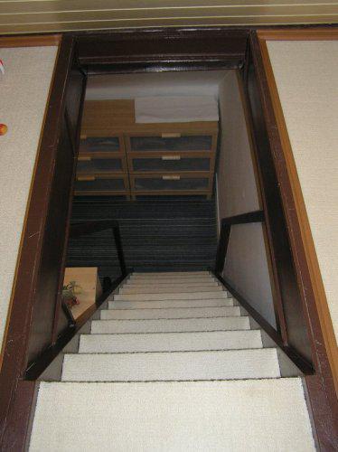 Naše bydleníčko - Strmé schody, co?