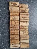 Stojánek na jmenovky - z korků od vína pouze 2,-,