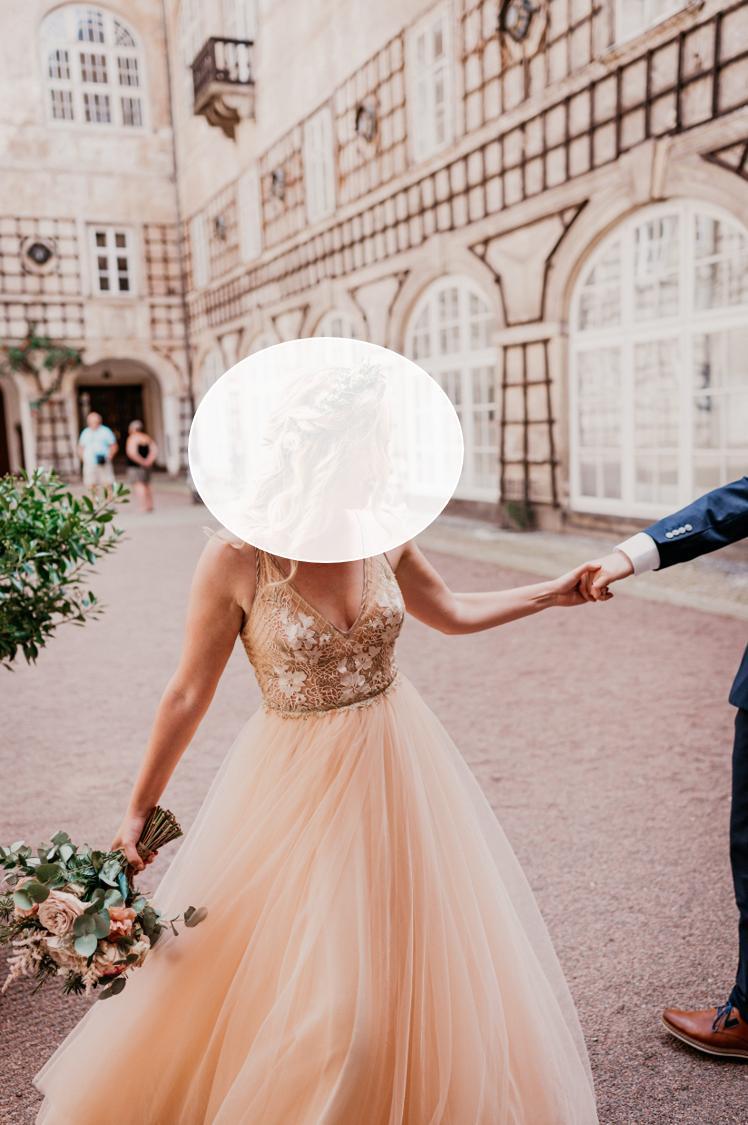 Prošívané svatební či společenské šaty - Obrázek č. 1