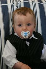 můj syn v obleku :-)!