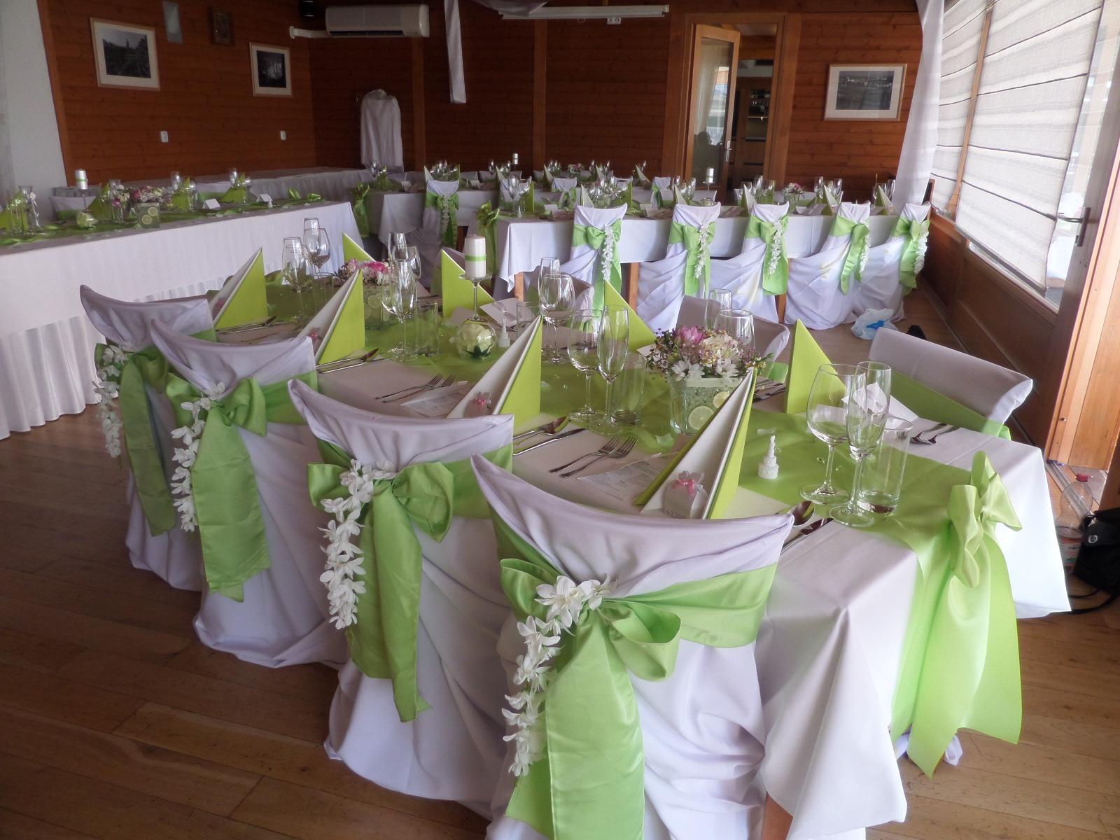 janne1 - Wisterie-květy jako dekorace na židlích