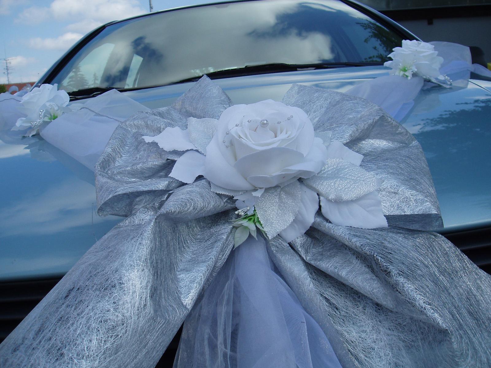 Bílo-stříbrné dekorace na auto - Obrázek č. 5
