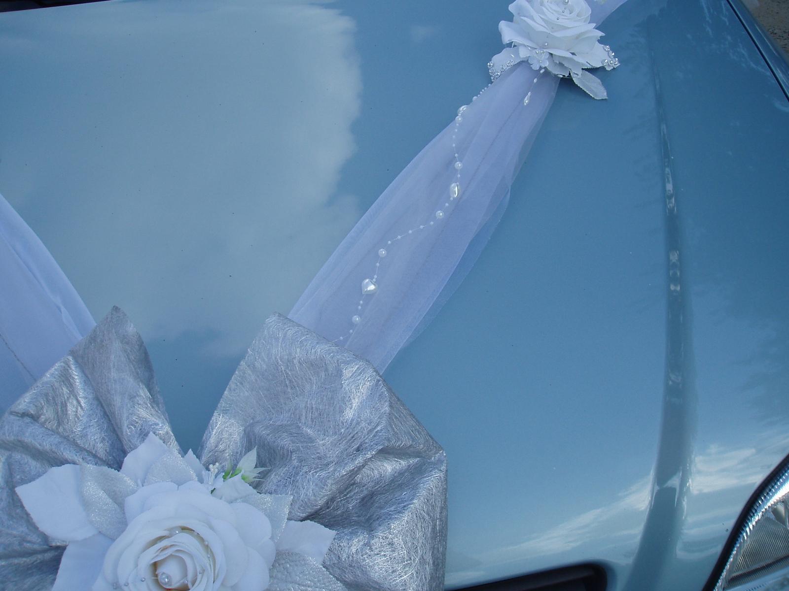 Bílo-stříbrné dekorace na auto - Obrázek č. 8
