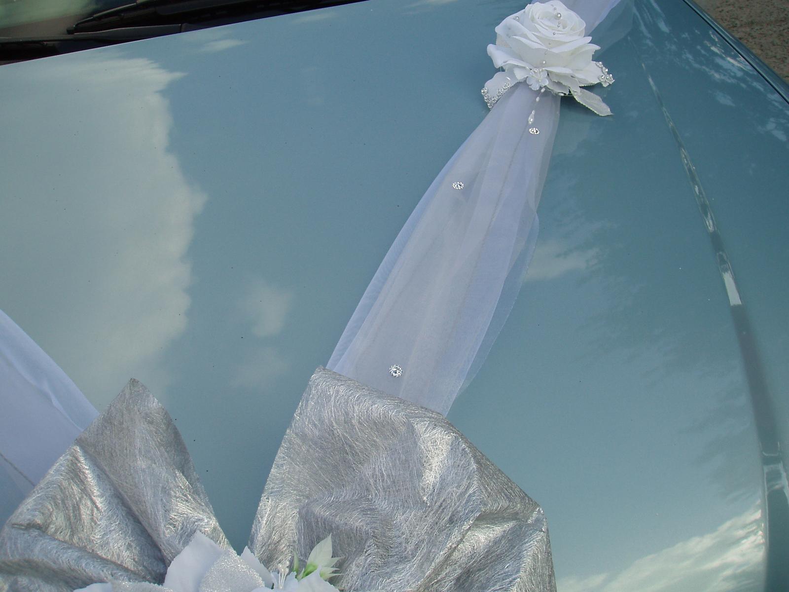 Bílo-stříbrné dekorace na auto - Obrázek č. 9