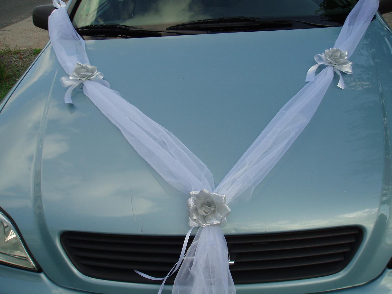 Bílo-stříbrné dekorace na auto - Obrázek č. 11