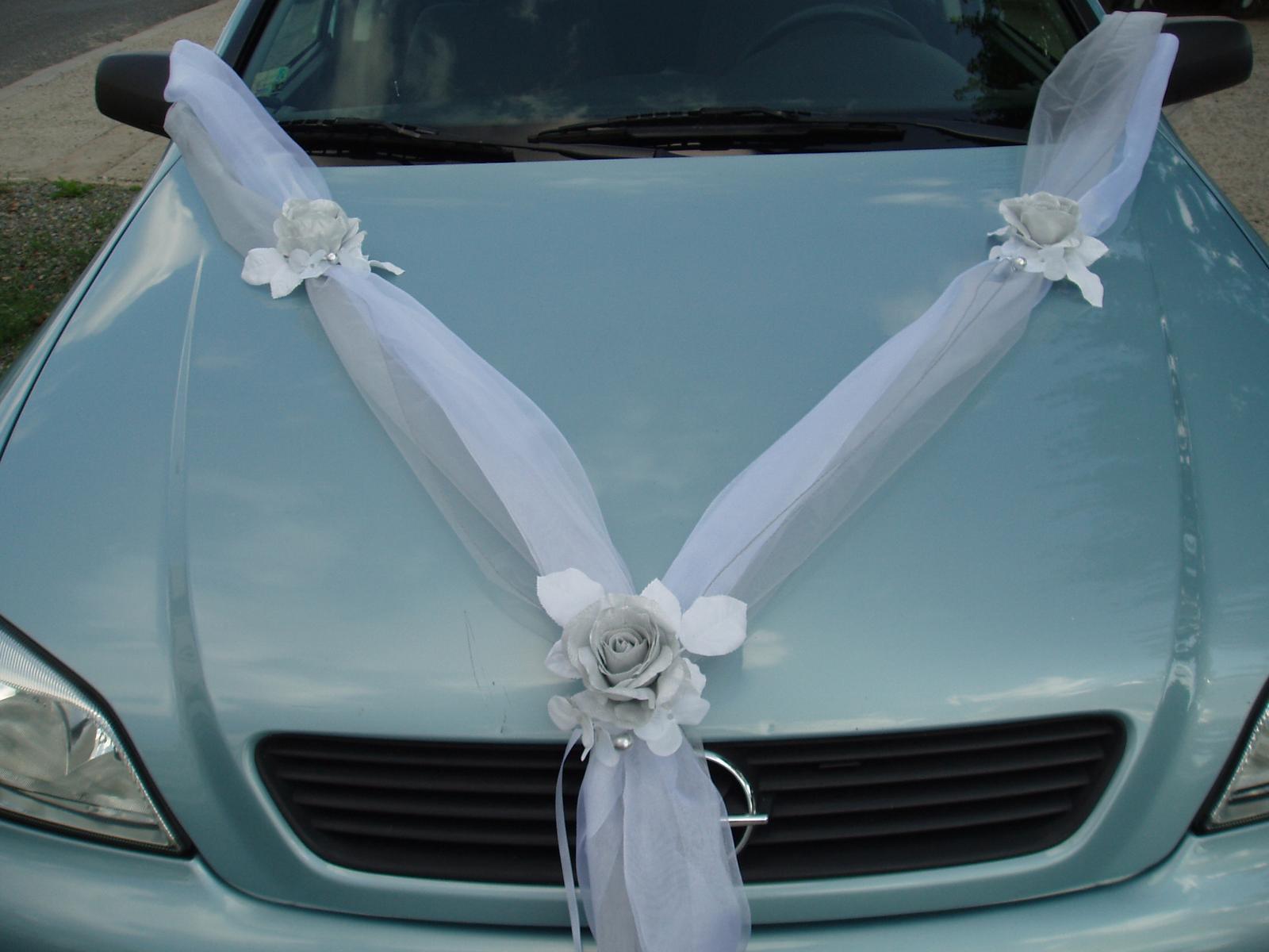 Bílo-stříbrné dekorace na auto - Obrázek č. 13