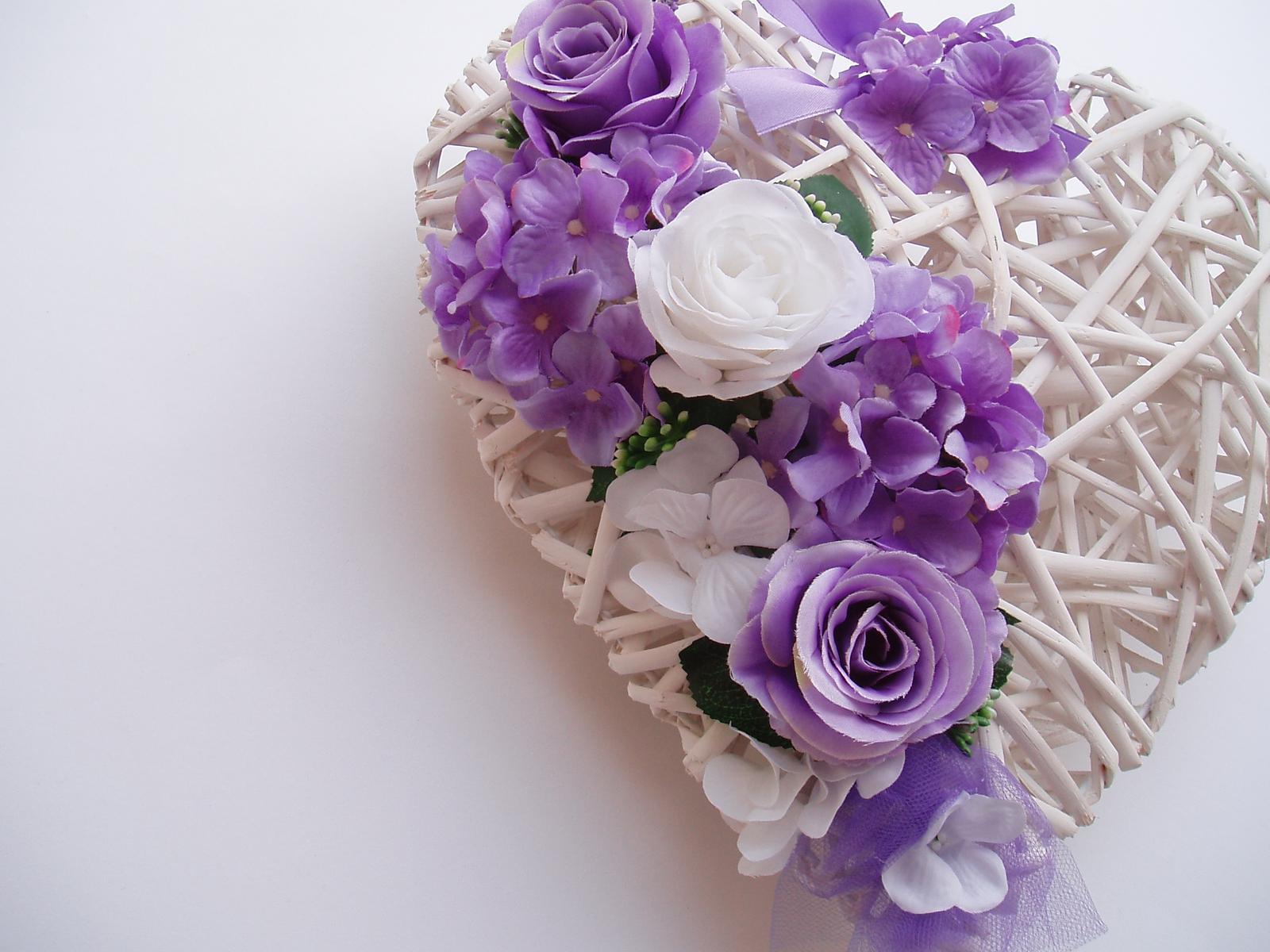 Svatební dekorace - srdce na auto-fialová