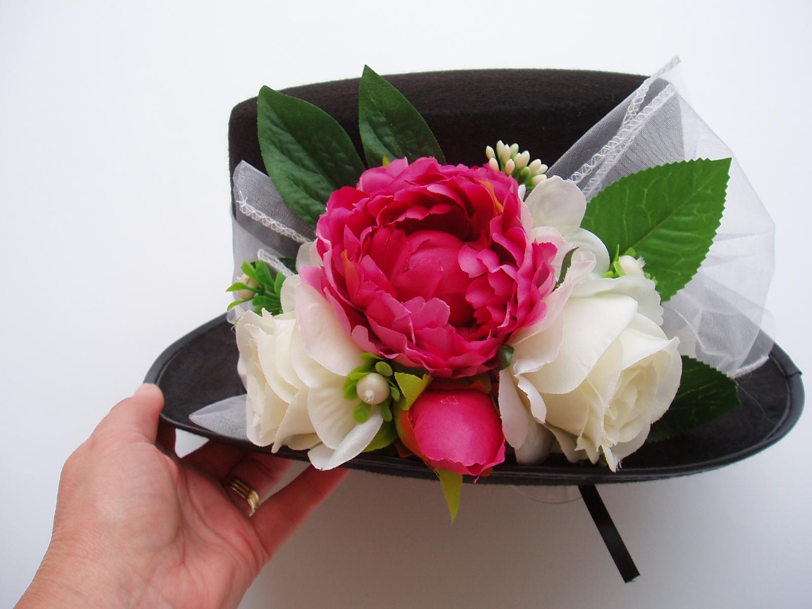 Svatební dekorace - cylindr-pivoňky a růže