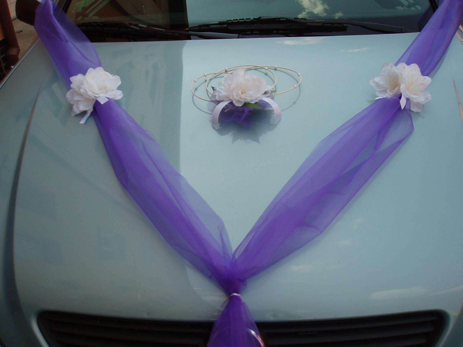 Svatební dekorace - fialová šerpa s amarylisem