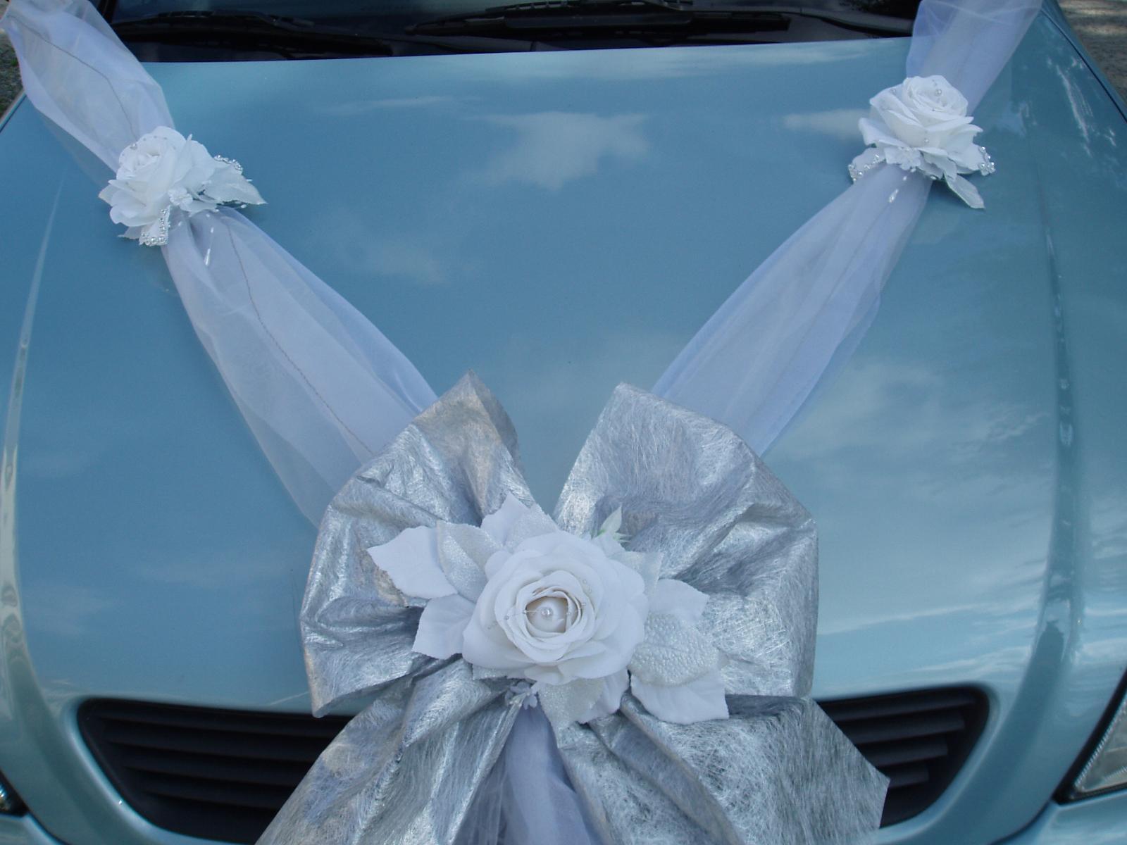 Svatební dekorace - bílo-stříbrná šerpa