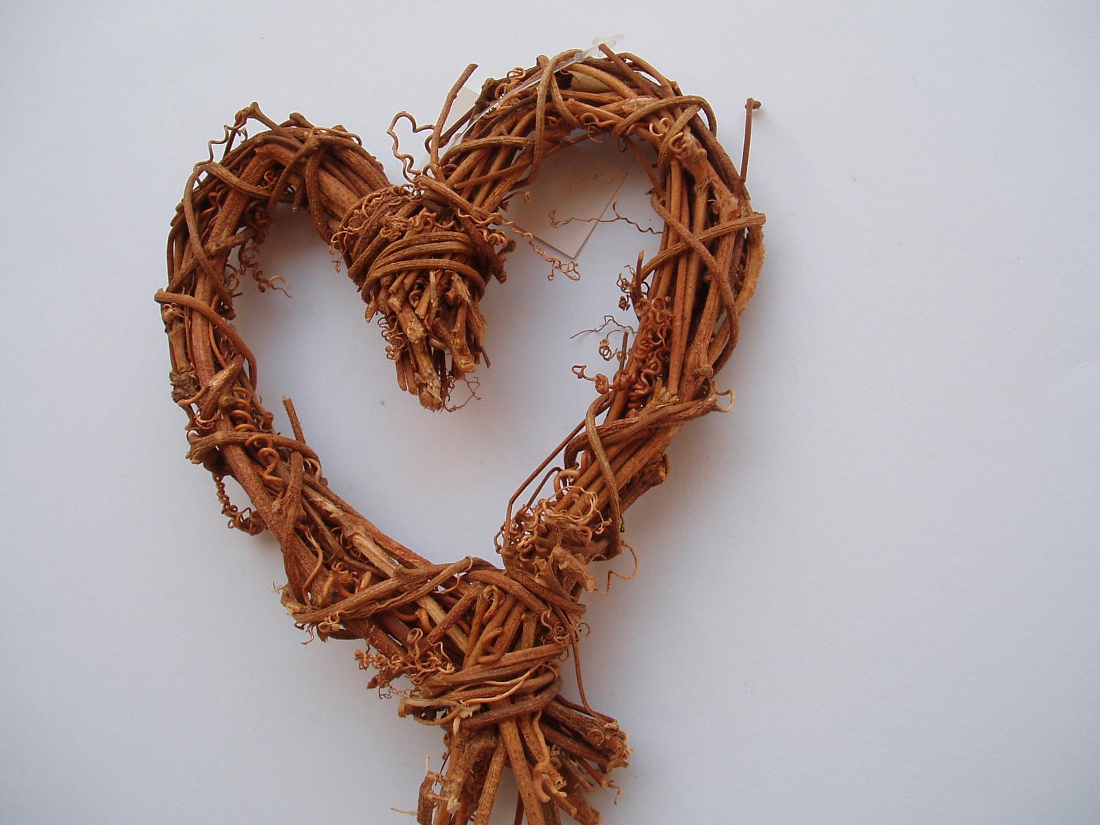 Svatební dekorace - srdce z proutí