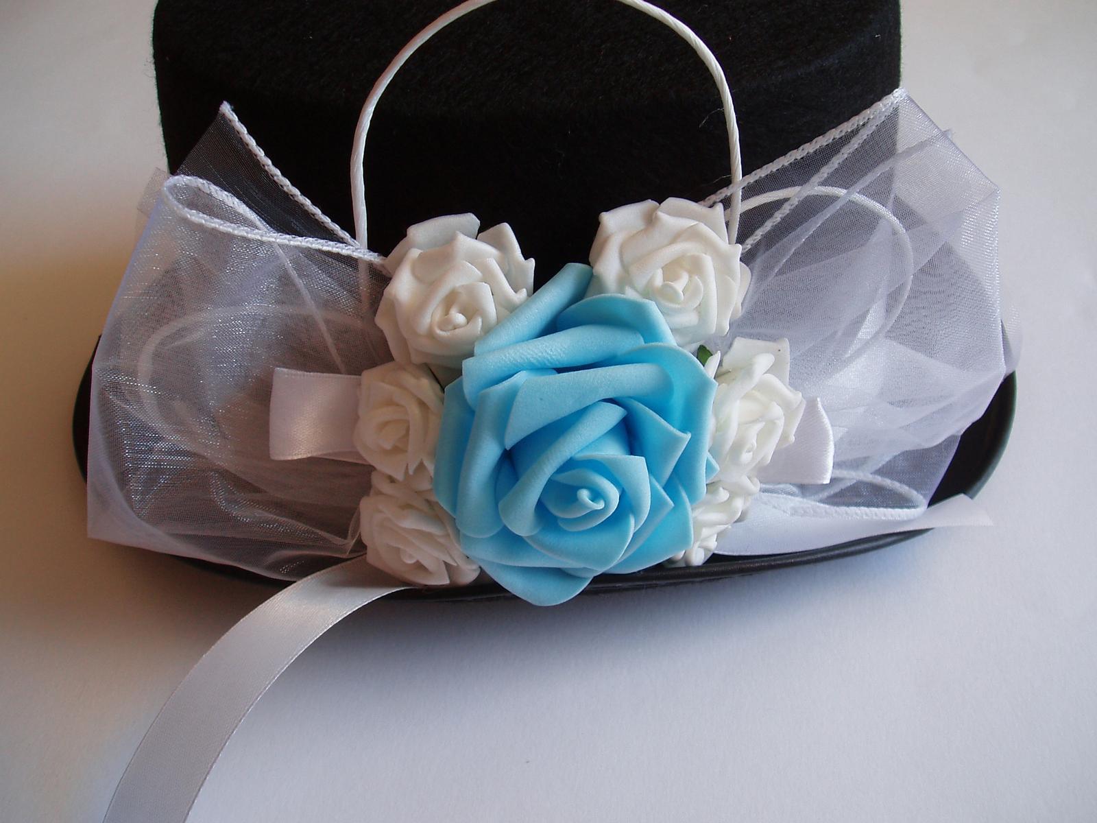Svatební dekorace - cylindr růže