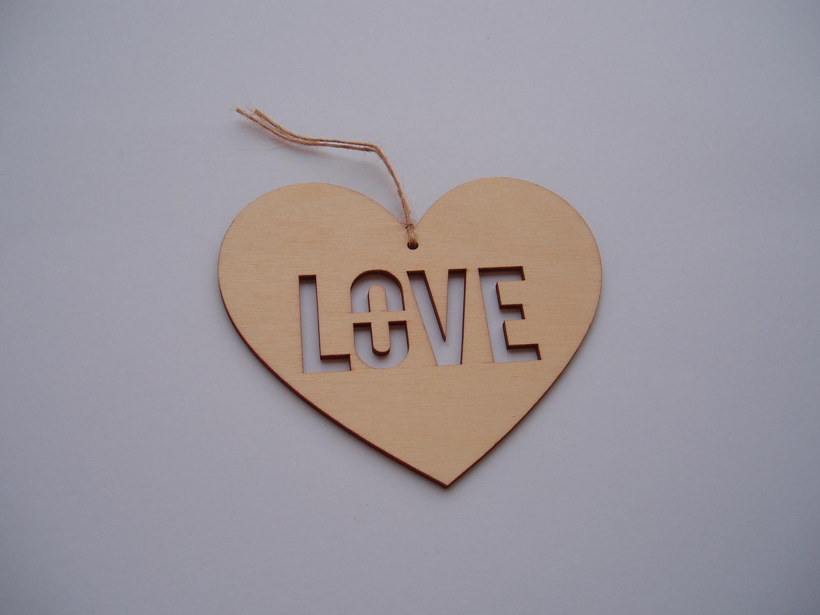 Svatební dekorace - srdce s výřezem LOVE