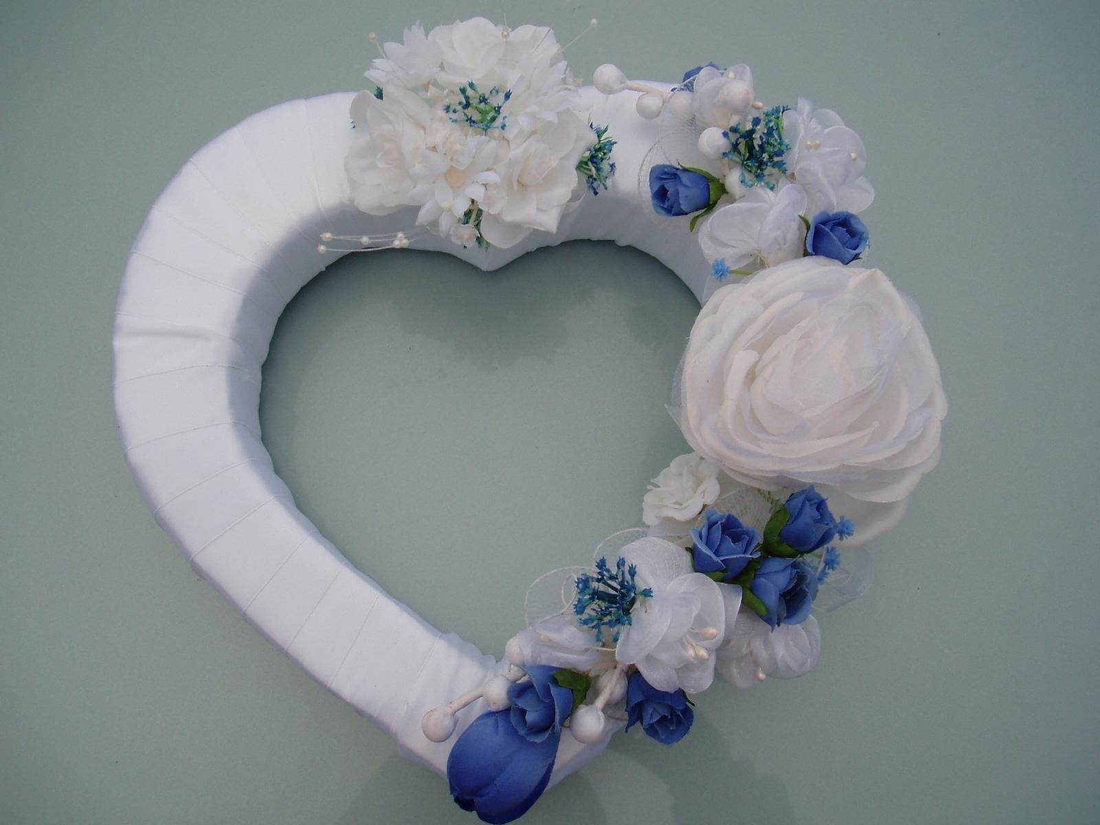 Svatební dekorace - srdce na auto-modré