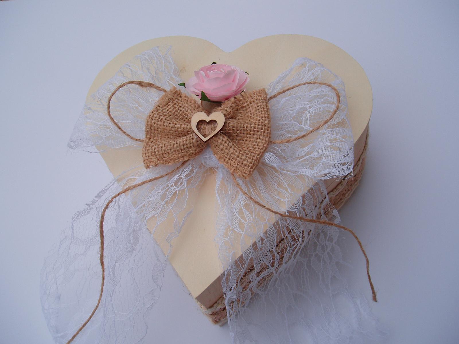 Svatební dekorace - srdce na prstýnky