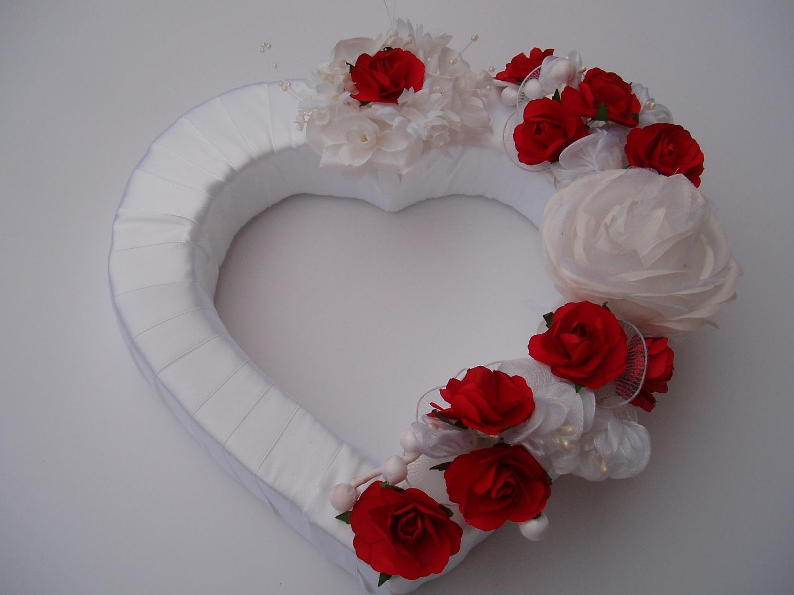 Svatební dekorace - srdce na auto-červené