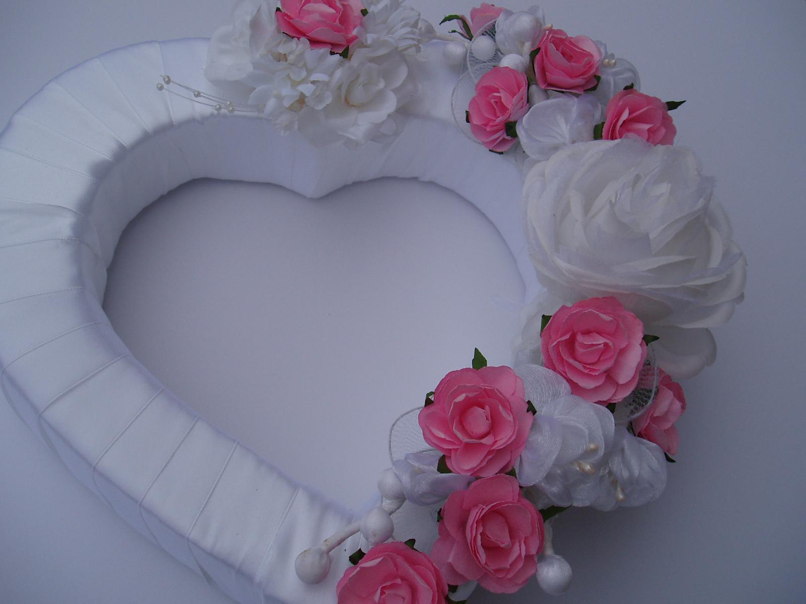 Svatební dekorace - srdce na auto-růžové
