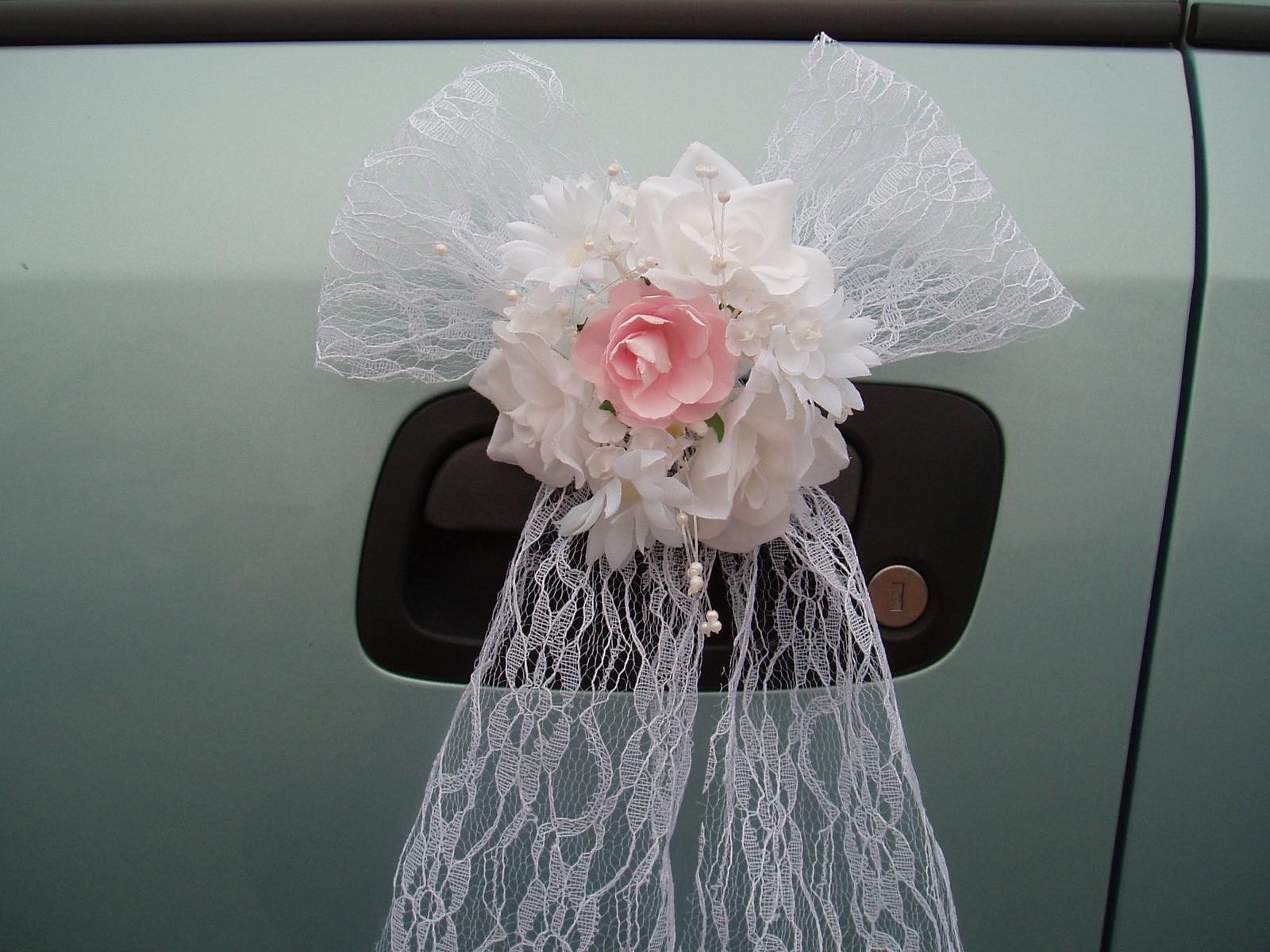 Svatební dekorace - krajková mašle na auto