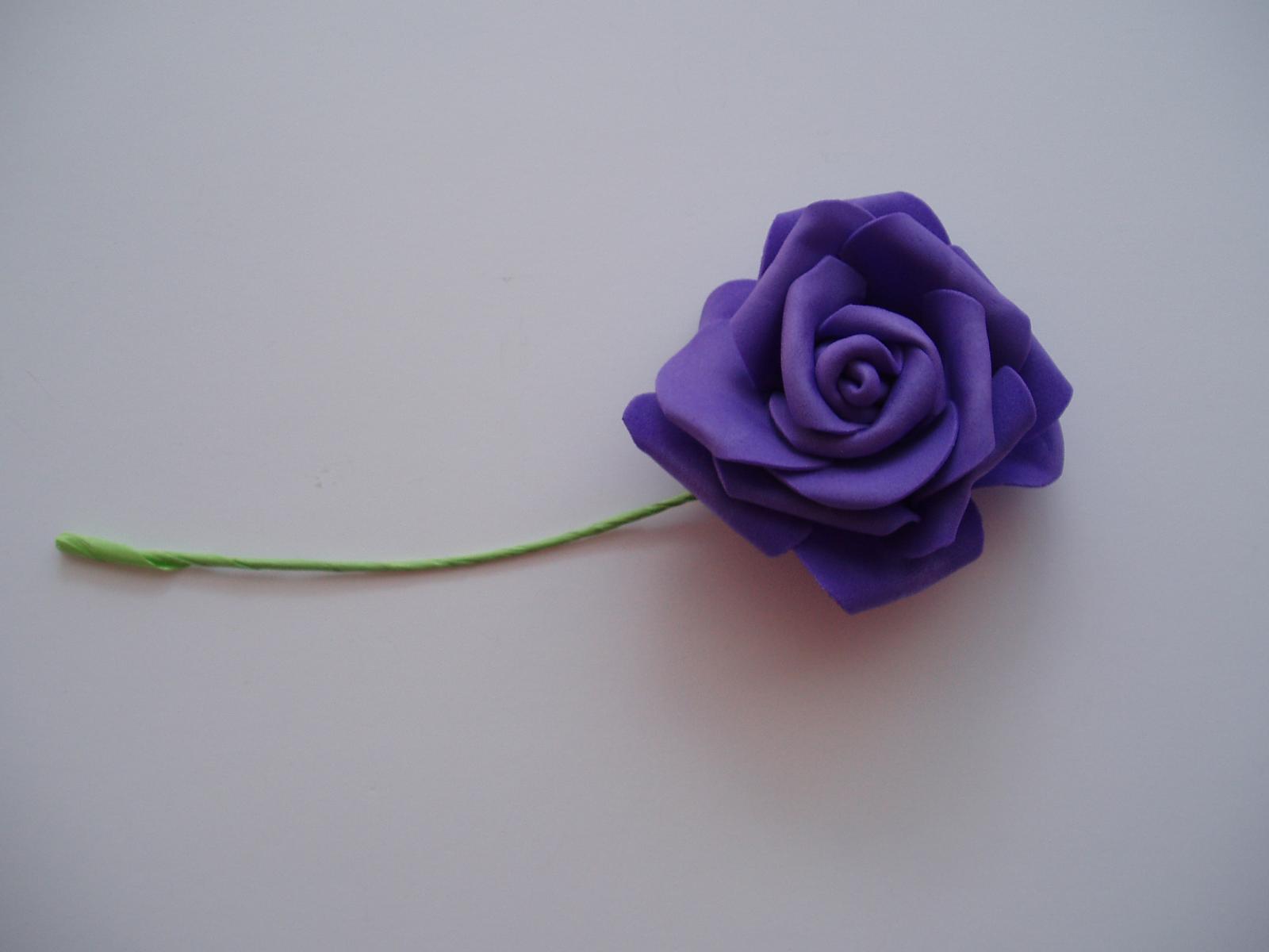 Šerpy,cylindry,srdce... - pěnová růže fialová