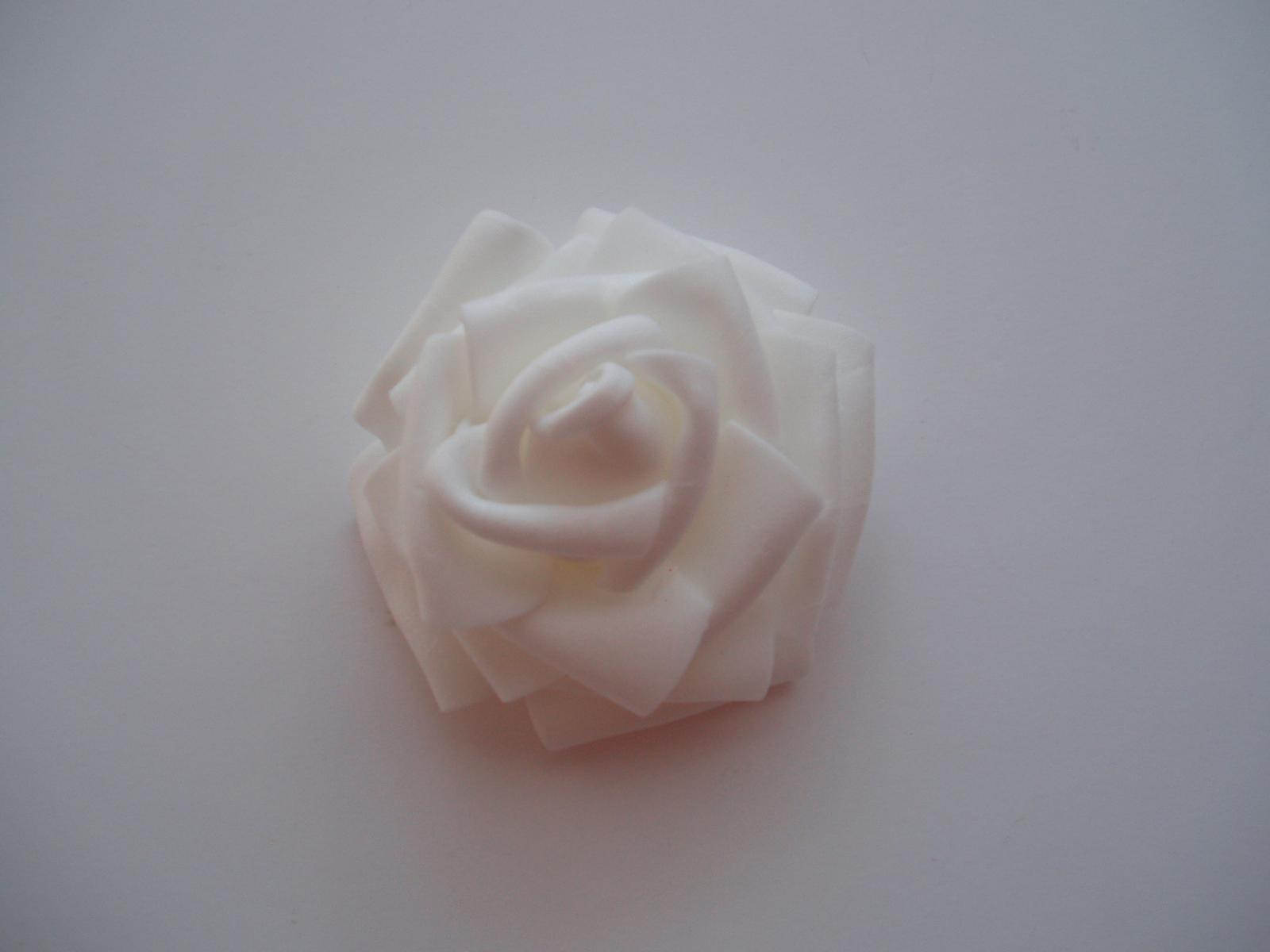 Šerpy,cylindry,srdce... - pěnová růže bílá