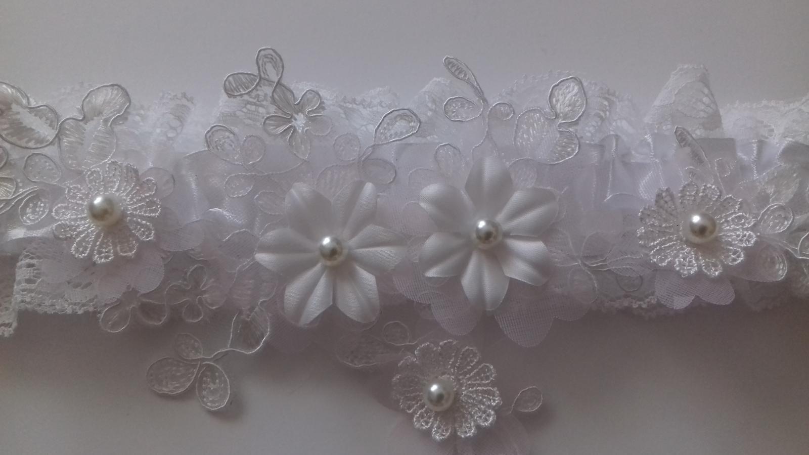 Svatební dekorace - Krajkový podvazek