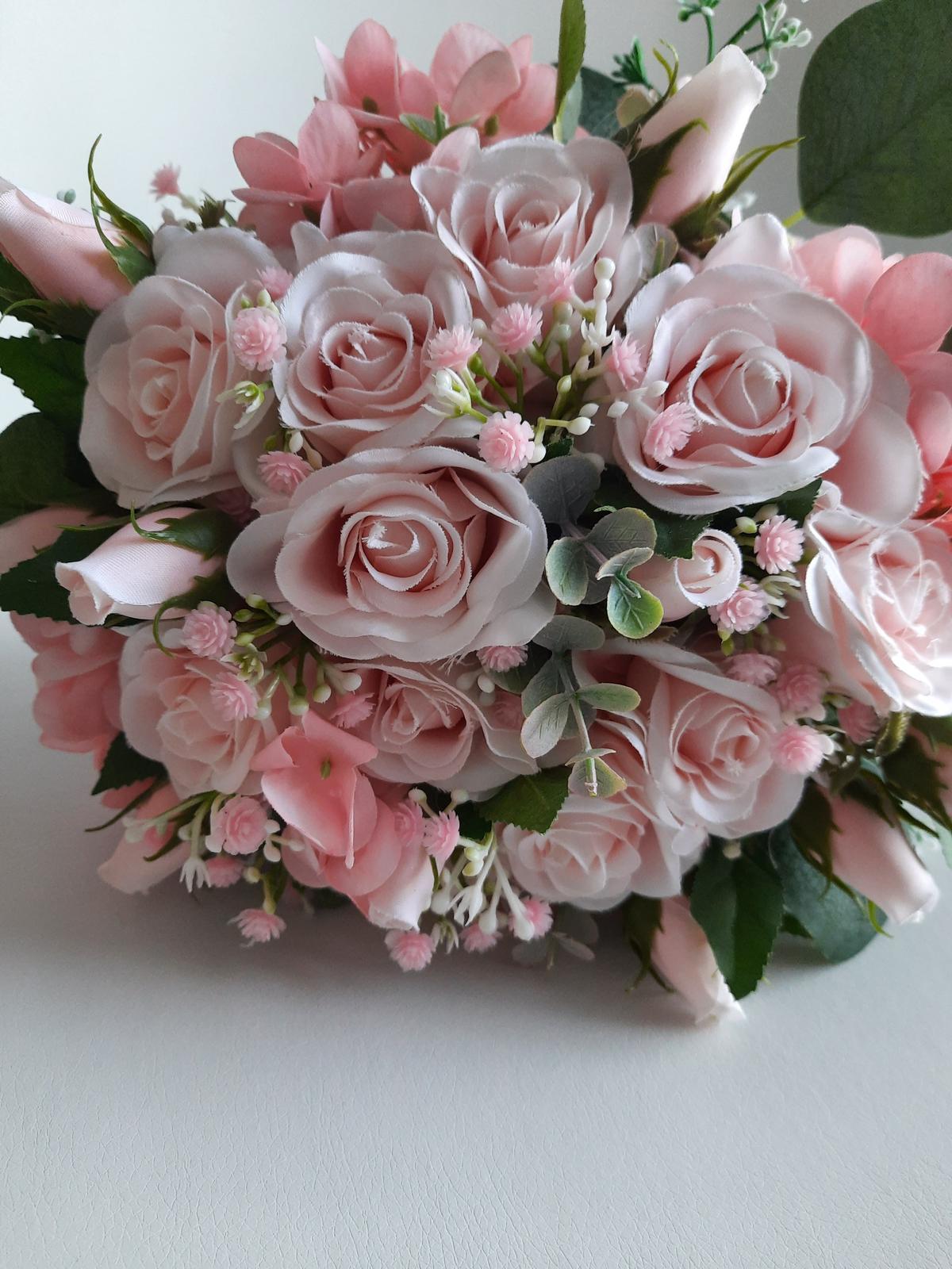 Šerpy,cylindry,srdce... - kytice růží umělá