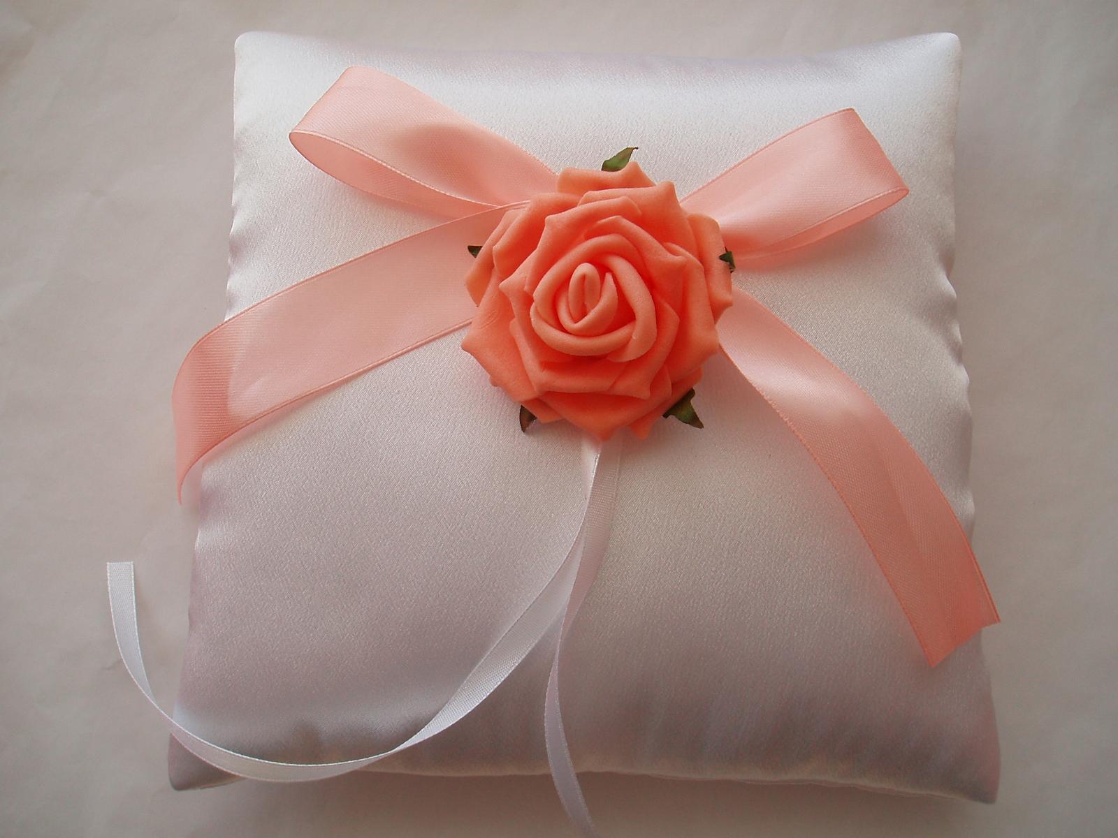 polštářek pod prstýnky-růže - Obrázek č. 1