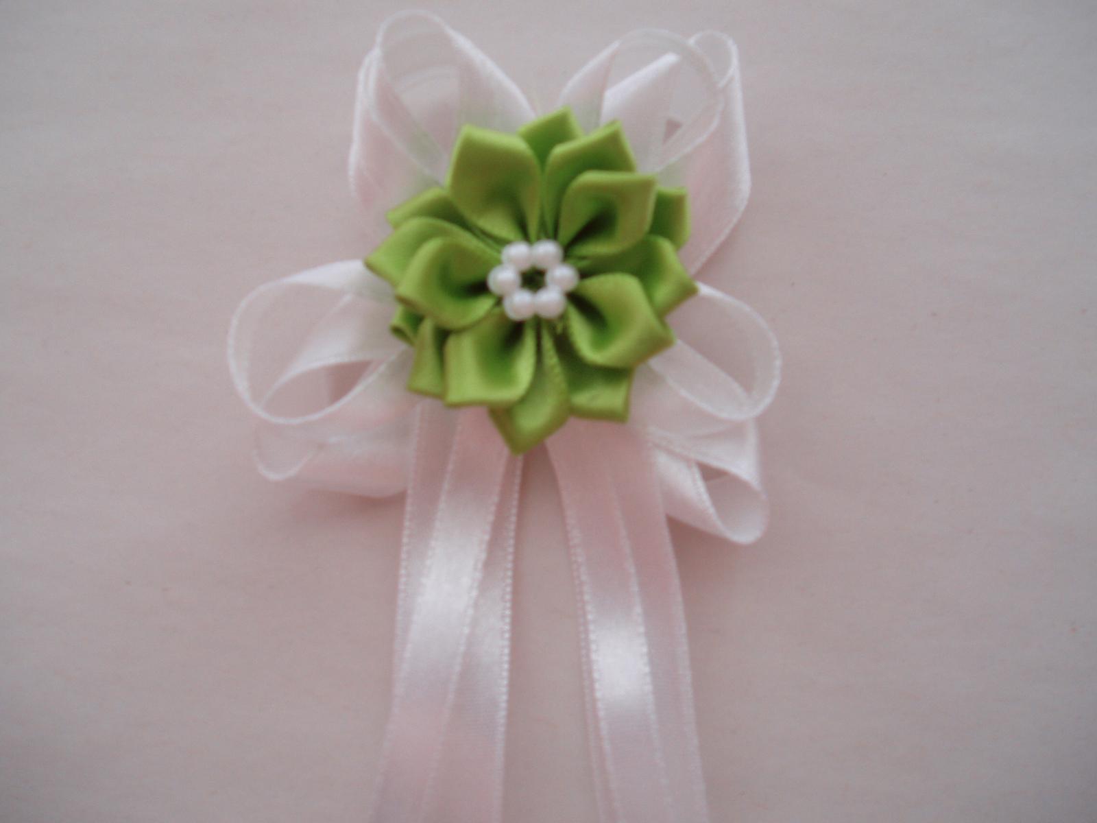 vývazek se zelenou kytičkou - Obrázek č. 1