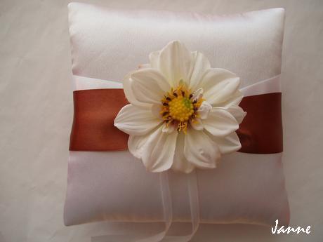 polštářek pod prstýnky-velký květ - Obrázek č. 1