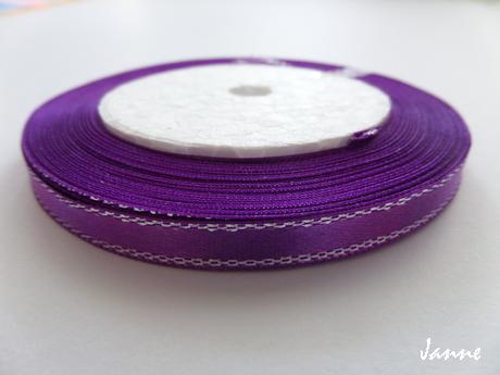 Saténová stuha fialová se stříbrnou nitkou - Obrázek č. 1