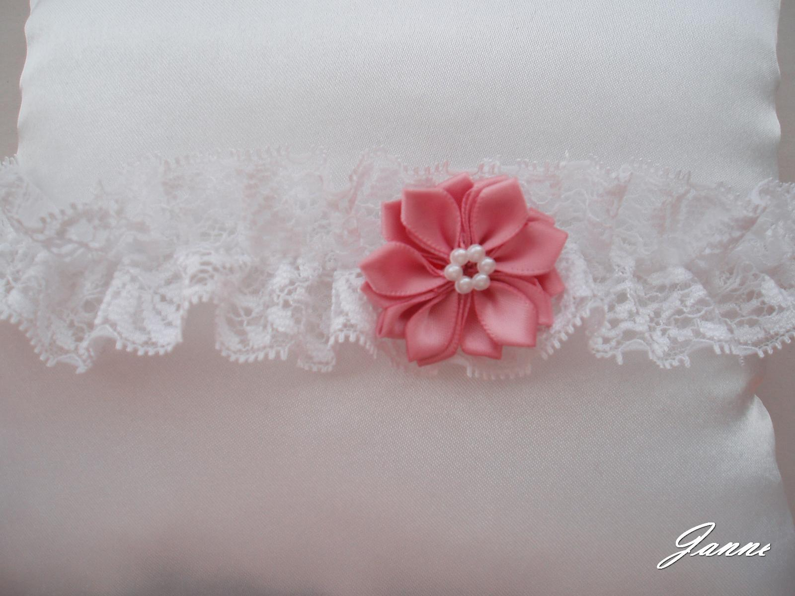 krajkový podvazek s kytičkou-starorůžová - Obrázek č. 1