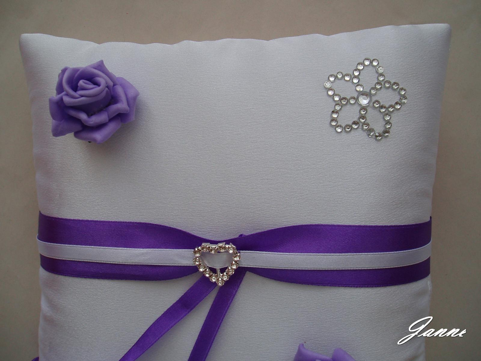 polštářek-spona+růžičky - Obrázek č. 1
